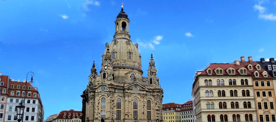 Frauenkirche am Neumarkt mit Dresden.Gold